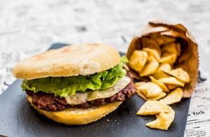 Menú de hamburguesas, sandwiches o bocadillo para 2