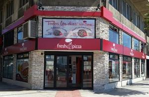 Pizza mediana o familiar de hasta 3 ingredientes